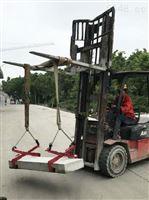 使用2噸液壓堆高車搬運立式空調壓縮機